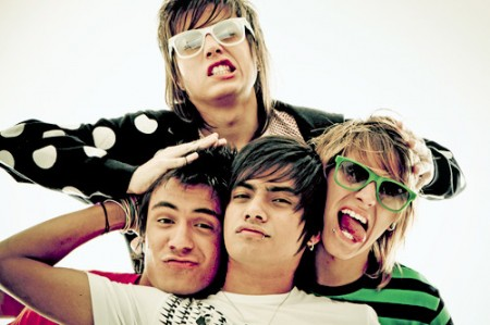 Restart e Banda Cine   Entre com tudo na onda do happy rock!