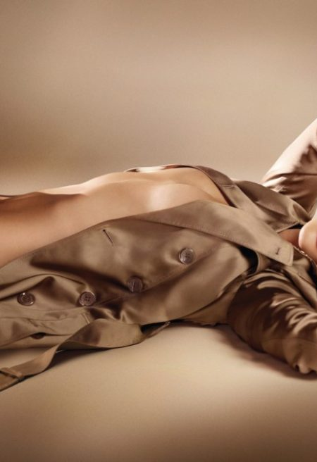 "Burberry lança nova fragrância ""Burberry body"" com Rosie Huntington-Whiteley"