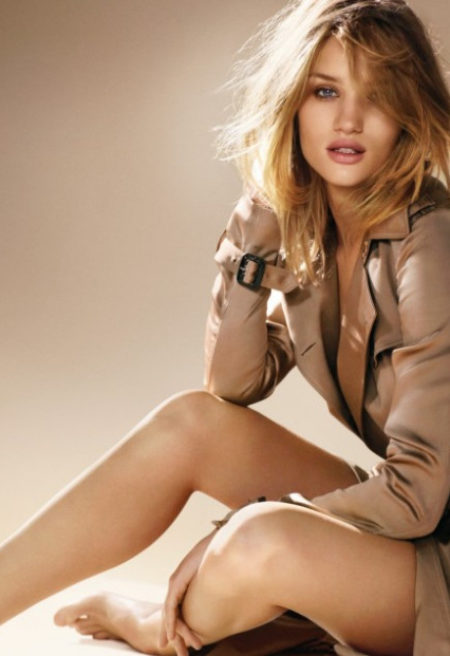 Rosie Huntington-Whiteley prestigiou Burberry Body em Nova York
